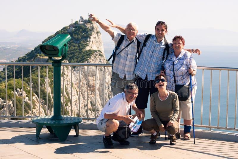 Turista na rocha de Gibraltar fotos de stock