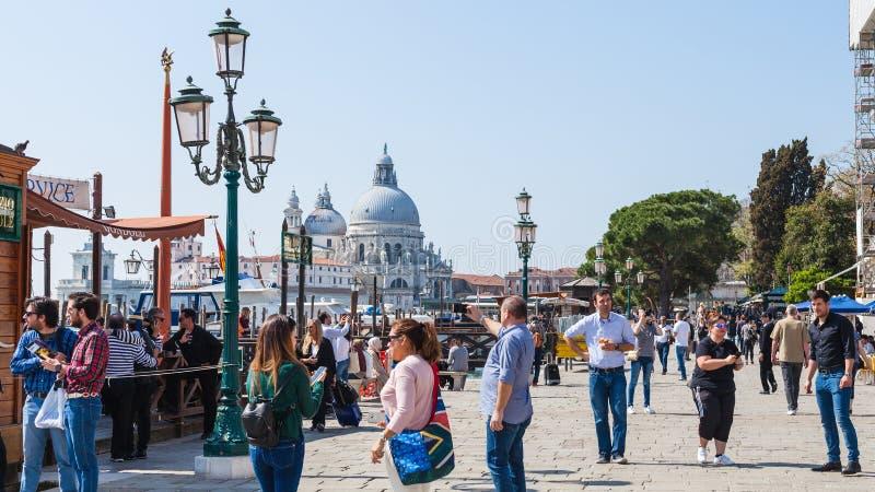 Turista no degli Schiavoni de Riva da margem fotos de stock