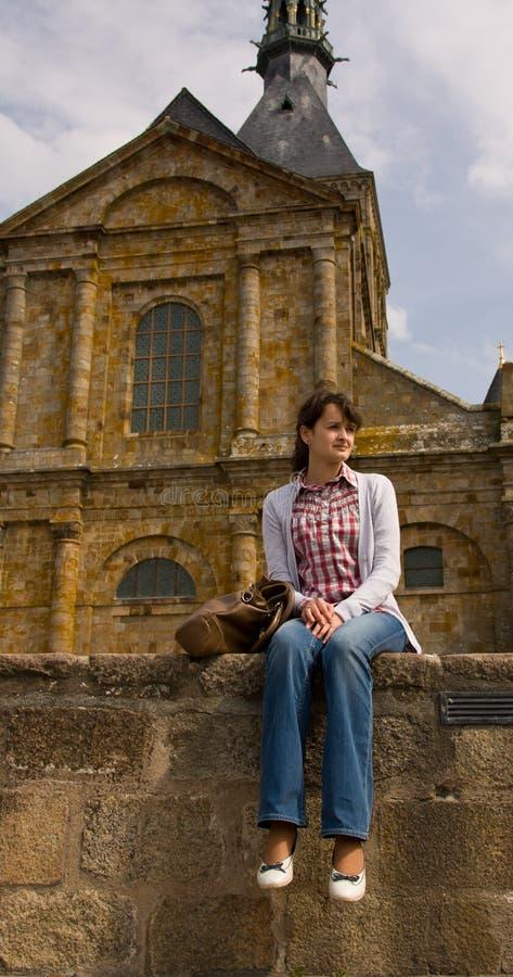 Turista que se reclina durante algún tiempo imagenes de archivo