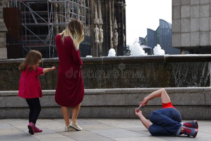 Turista que toma a foto