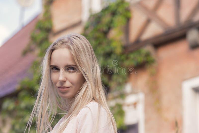 Turista rubio de la mujer imágenes de archivo libres de regalías