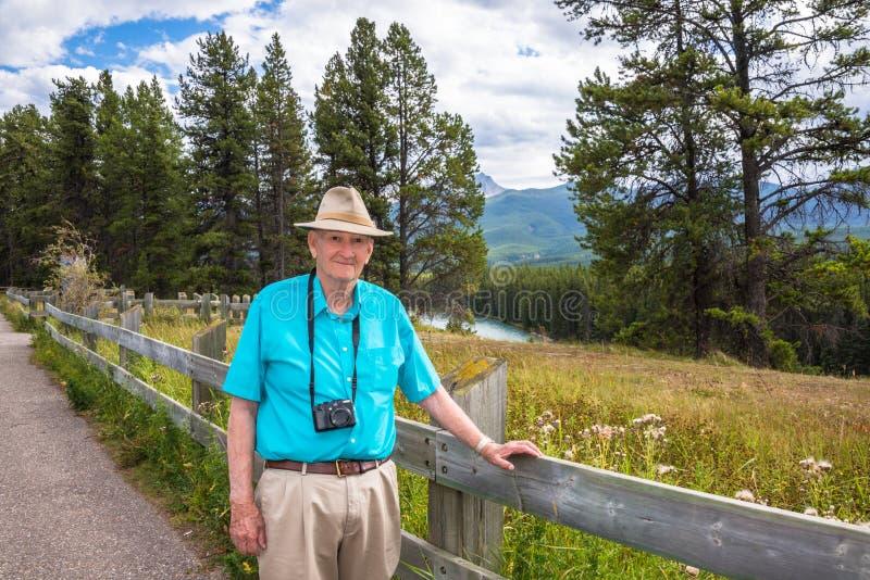 Turista senior in buona salute attivo immagine stock libera da diritti