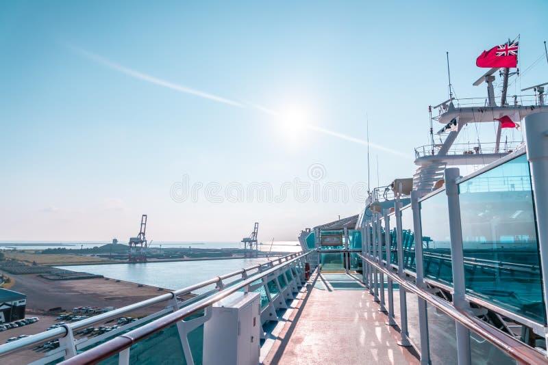 Turistas abordan el crucero Diamond princess en el puerto de Sakata; Japón fotos de archivo libres de regalías