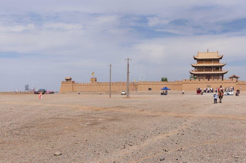 Turistas chineses no forte de Jiayuguan, na província de Gansu fotos de stock royalty free