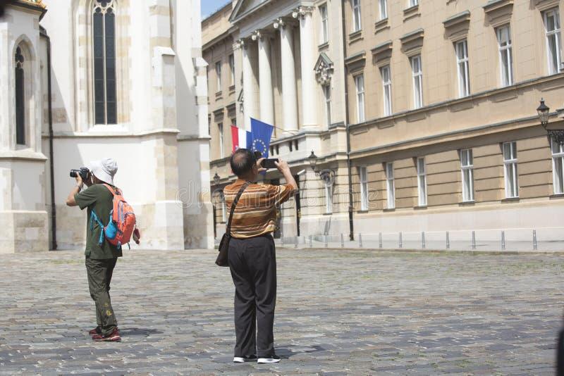 Turistas chinos en Zagreb, Croacia fotografía de archivo