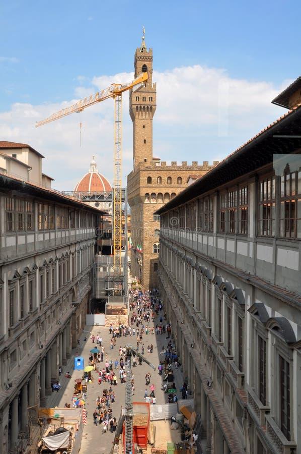 Turistas de Uffizi en el resorte, Florencia Italia fotografía de archivo