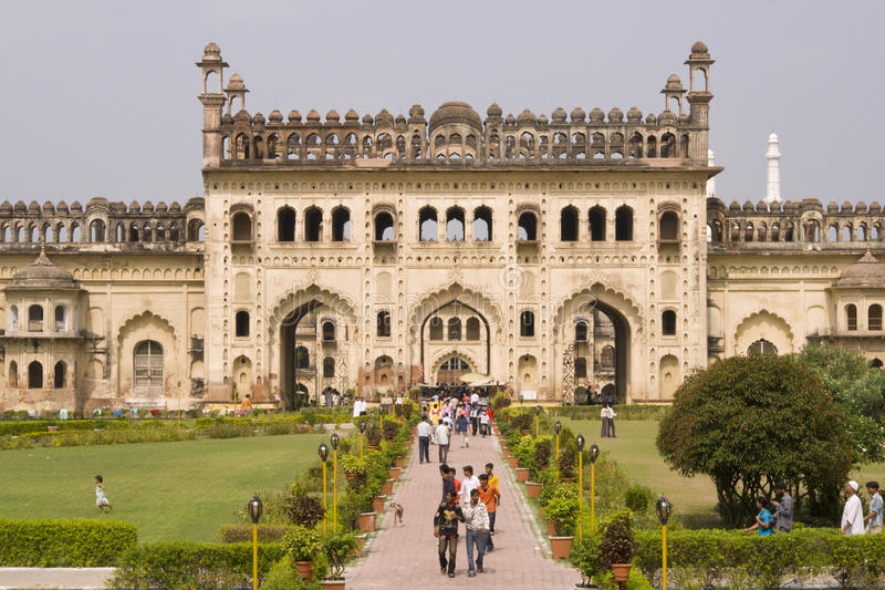 Turistas en el Bara Imambara fotos de archivo libres de regalías