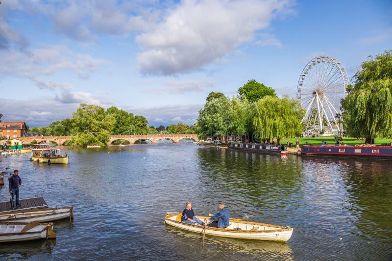 Turistas en el barco, Stratford sobre Avon, ciudad del ` s de William Shakespeare, West-Midlands, Inglaterra imagenes de archivo