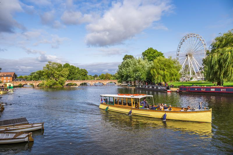 Turistas en el barco, Stratford sobre Avon, ciudad del ` s de William Shakespeare, West-Midlands, Inglaterra imagen de archivo libre de regalías
