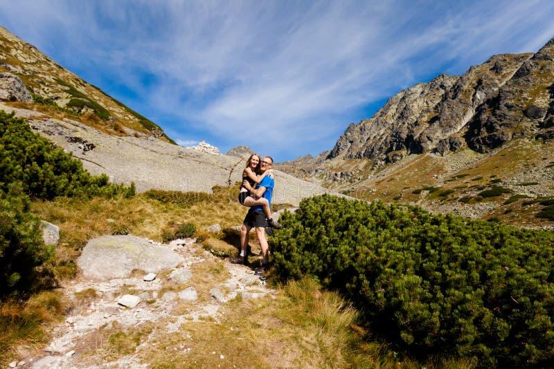 Turistas en el dolina eslovaco de Mlynicka foto de archivo libre de regalías
