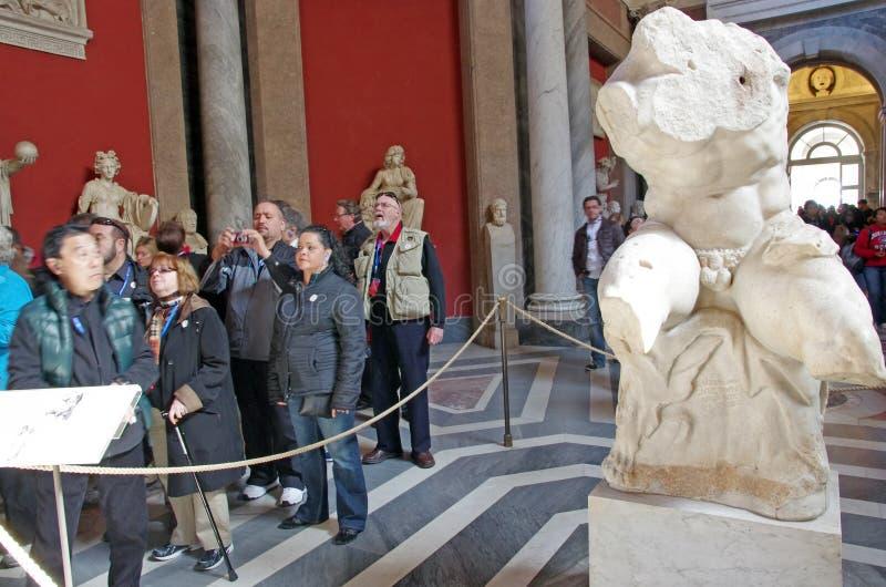 Turistas en el museo de Vatican imagen de archivo libre de regalías