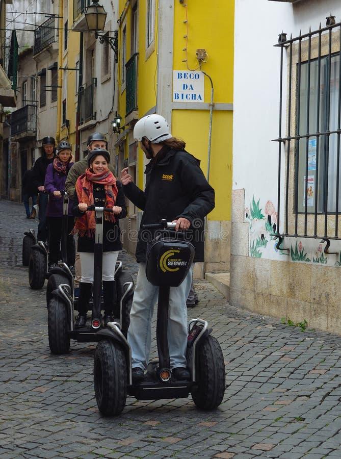 Turistas en el viaje dirigido de Segway fotos de archivo