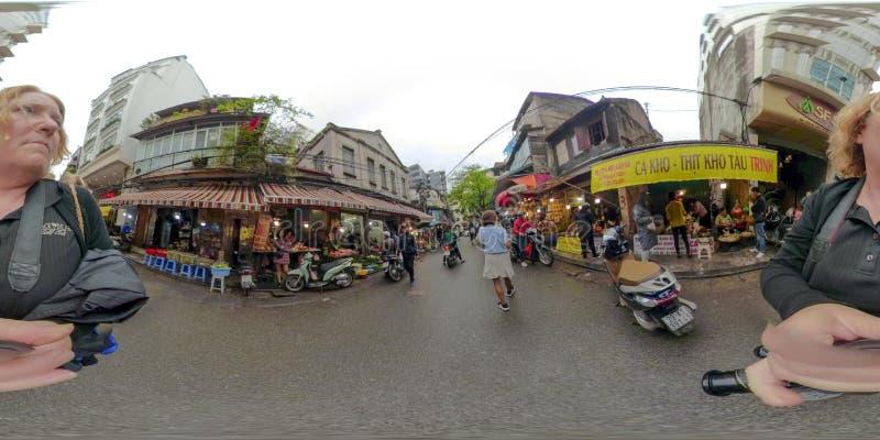 Turistas en el viejo cuarto Hanoi Vietnam foto de archivo