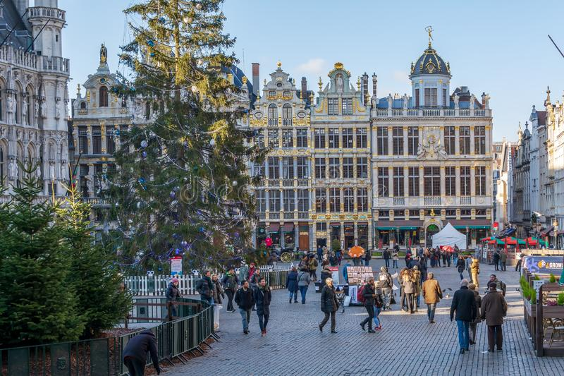 Turistas en Grand Place famoso en Bruselas fotos de archivo libres de regalías