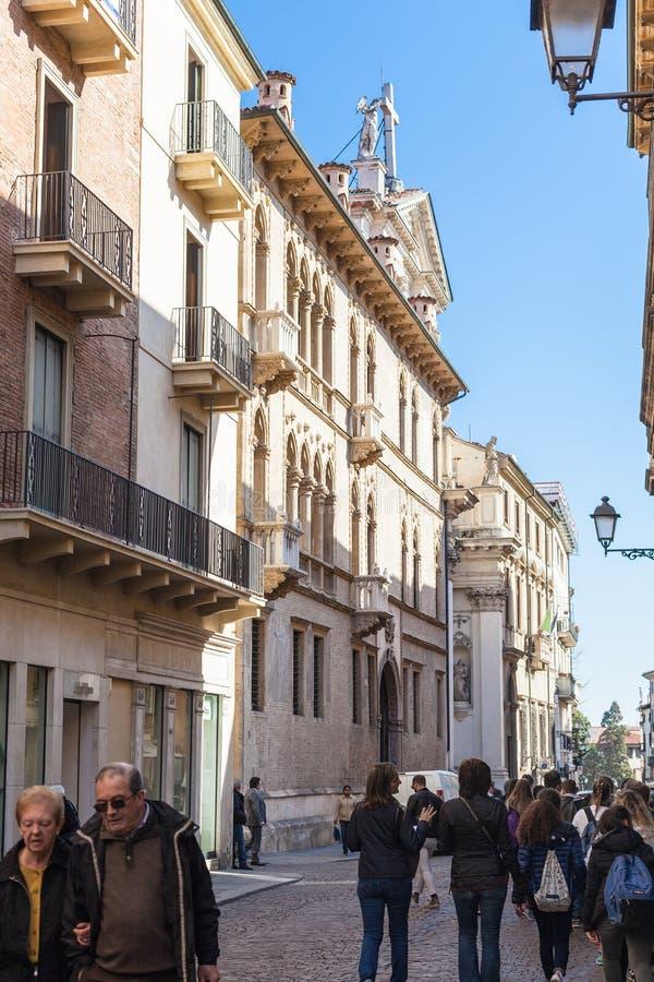 Turistas en la calle Corso Andrea Palladio fotos de archivo libres de regalías