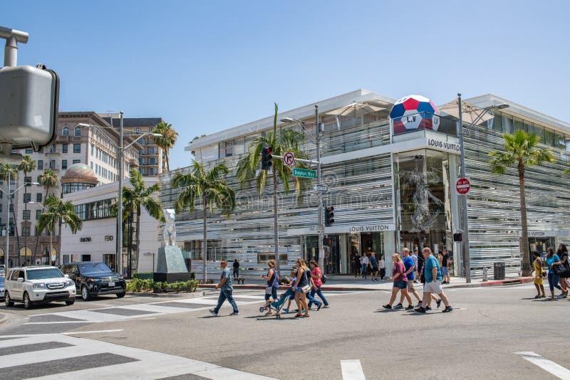 Turistas en la impulsión del rodeo en Beverly Hills, California imagen de archivo
