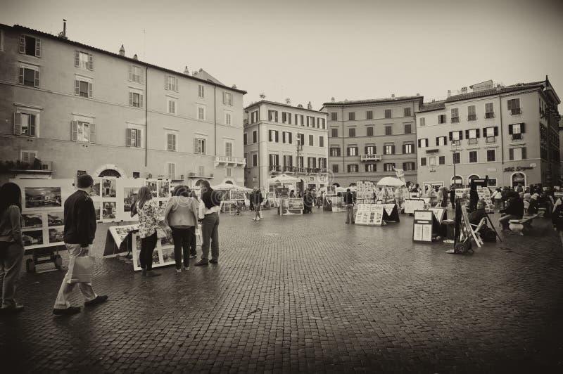 Turistas en la plaza Navona fotografía de archivo libre de regalías