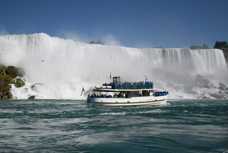 Turistas en Niagara Falls imagen de archivo
