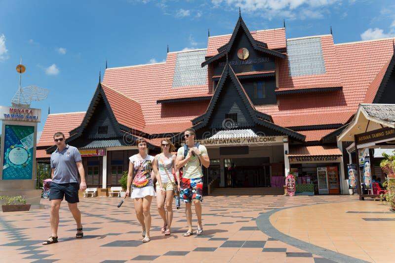 Turistas europeos en el centro de Malaca, Malasia imágenes de archivo libres de regalías
