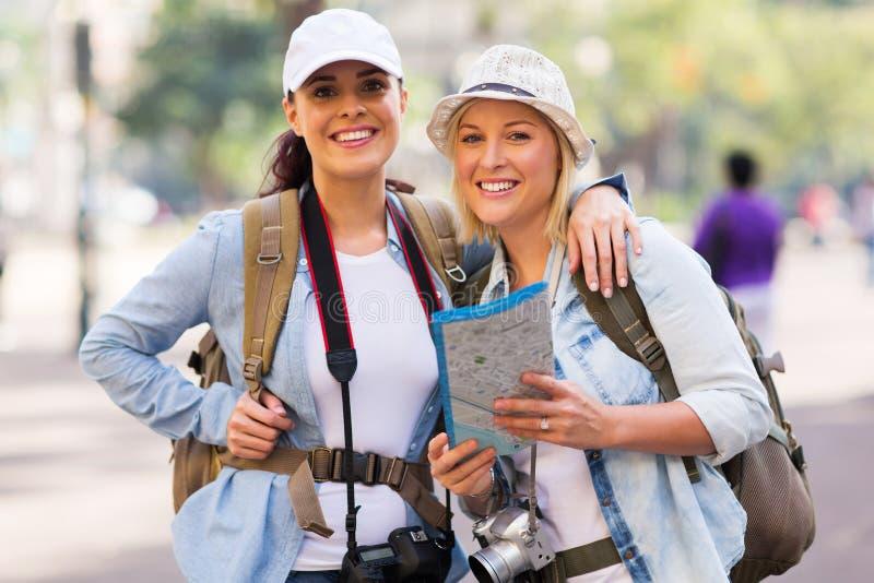 Turistas fêmeas foto de stock