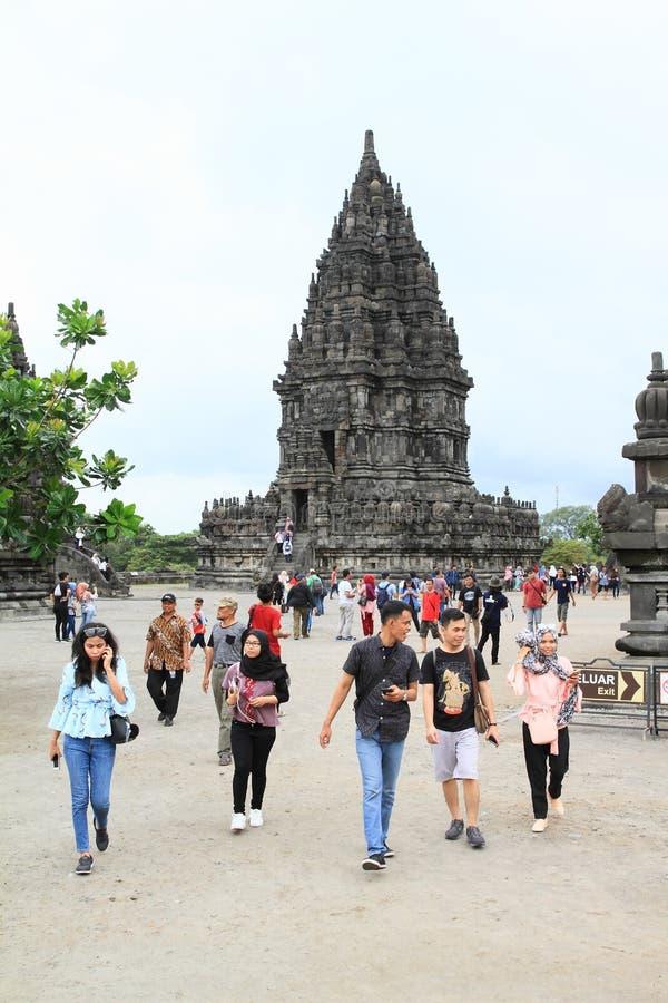 Turistas indonesios en Prambanan foto de archivo libre de regalías