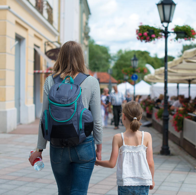 Turistas na cidade imagens de stock