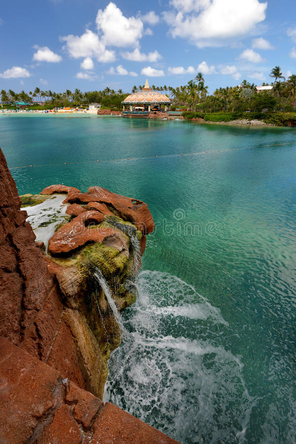 Turistas na praia de Nassau foto de stock royalty free