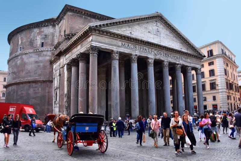 Turistas no panteão em Roma, Itália fotos de stock royalty free