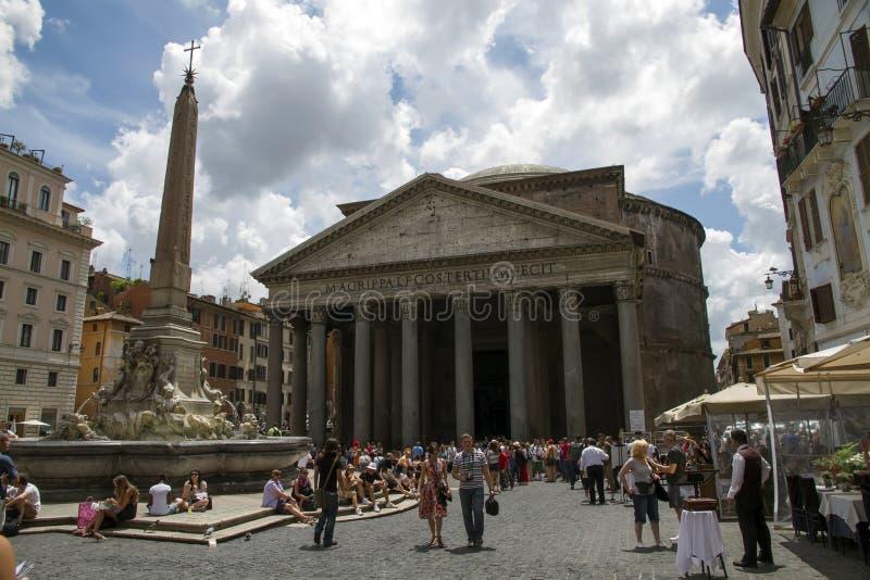 Turistas no panteão, Roma imagens de stock