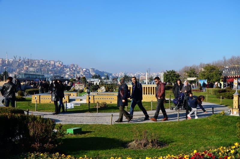 Turistas no parque de Miniaturk em Istambul fotografia de stock royalty free