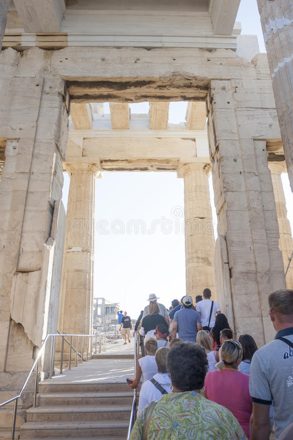 Turistas no templo de Athena Nike fotos de stock royalty free