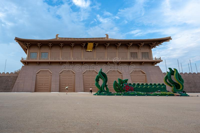 Turistas que andam pelo palácio de DaMing em um dia ensolarado Xi 'no imagem de stock