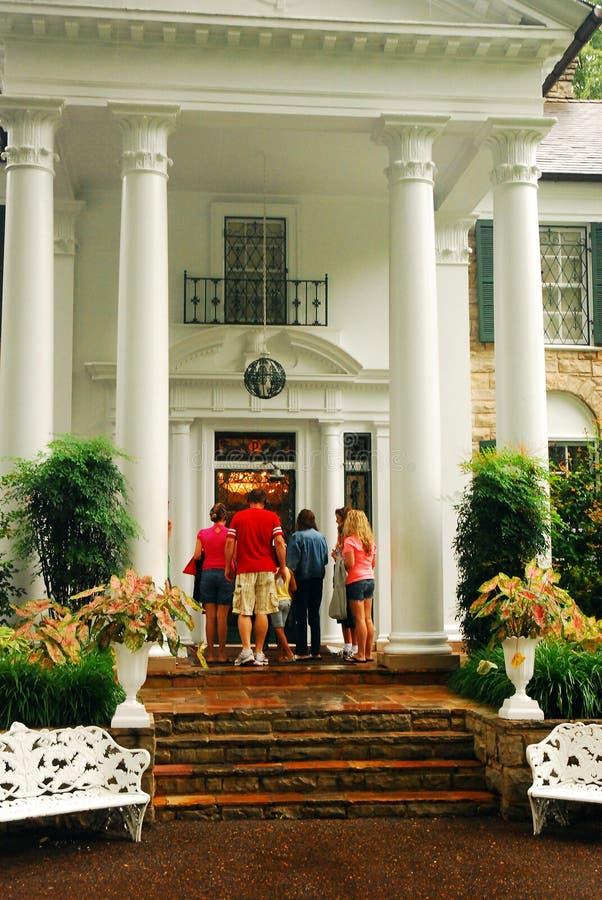 Turistas que entram em Graceland fotografia de stock royalty free