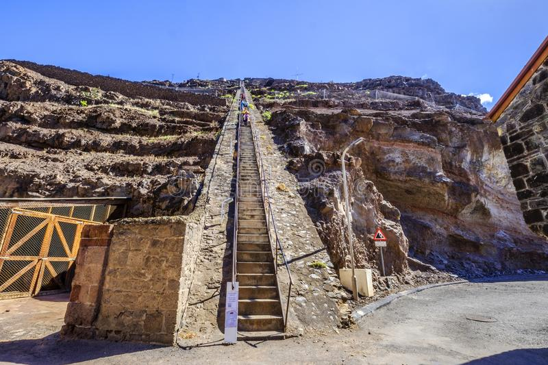 Turistas que escalam para baixo Jacobs Ladder Jamestown fotografia de stock royalty free