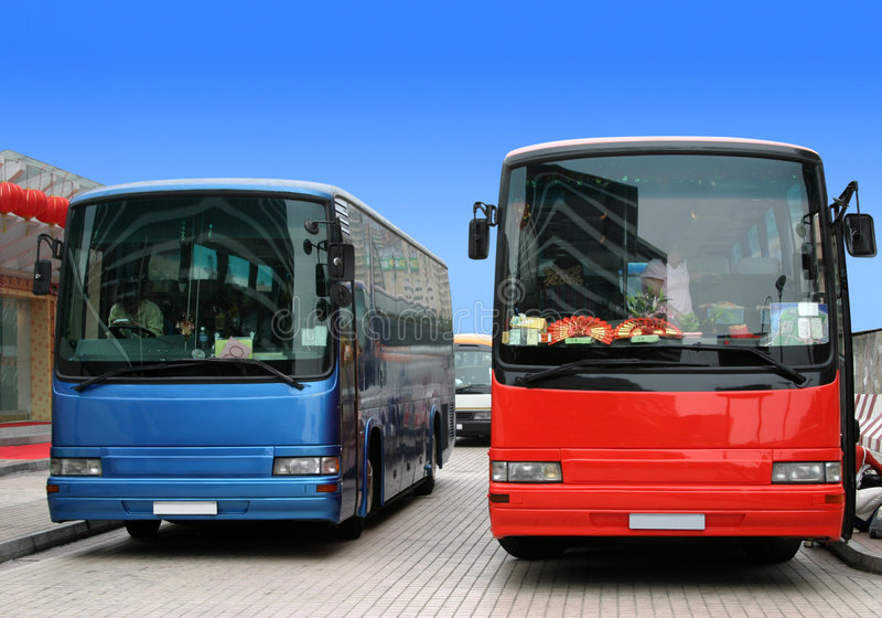 Turistas que esperan del omnibus para foto de archivo