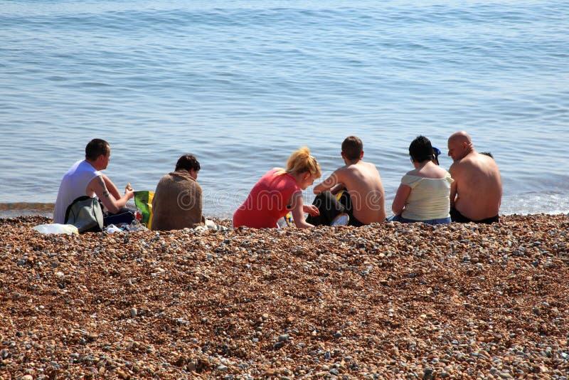 Turistas que toman el sol fotos de archivo