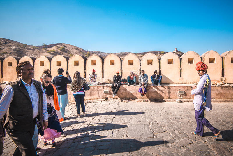 Turistas que visitan a Amber Fort Jaipur, la India imagen de archivo libre de regalías