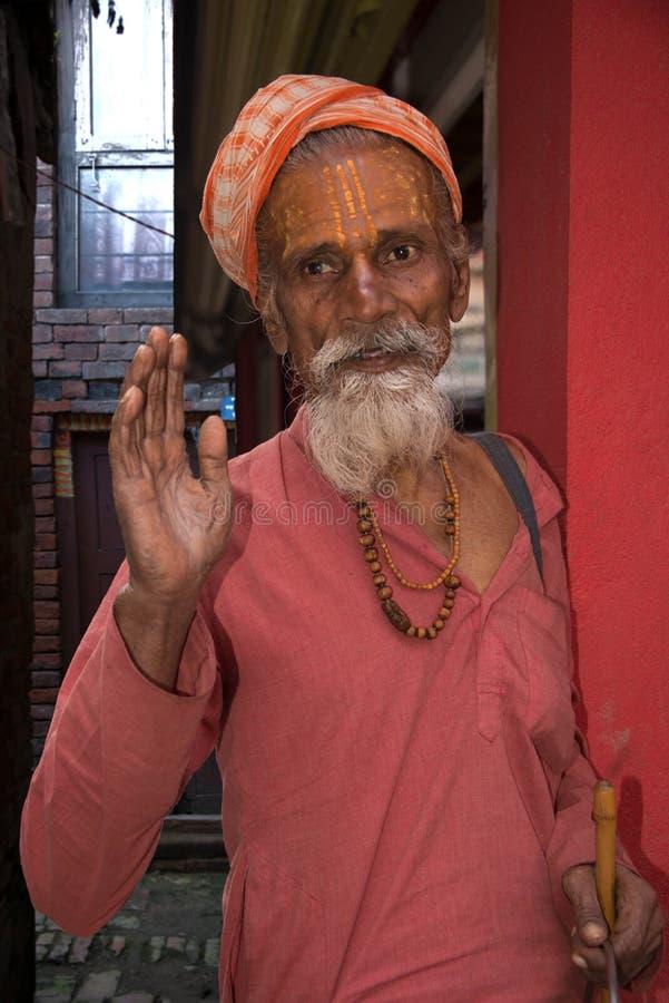 Turistas que visitan el templo histórico de Nyatapola en Nepal imágenes de archivo libres de regalías