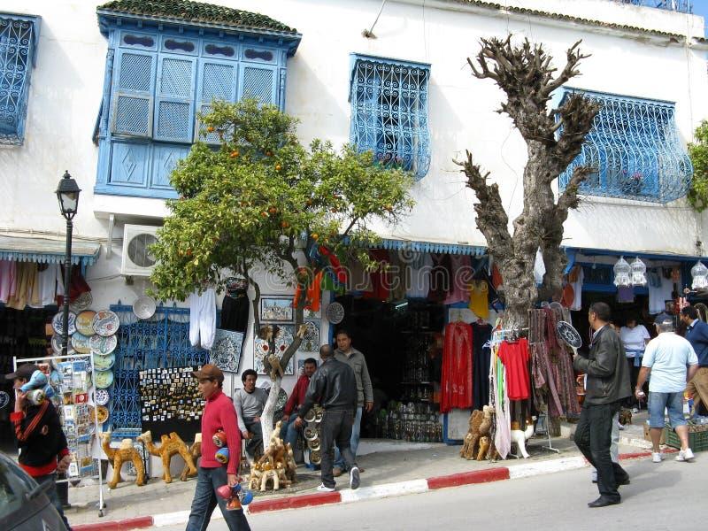 Turistas que visitan Sidi Bou dicho imagen de archivo libre de regalías