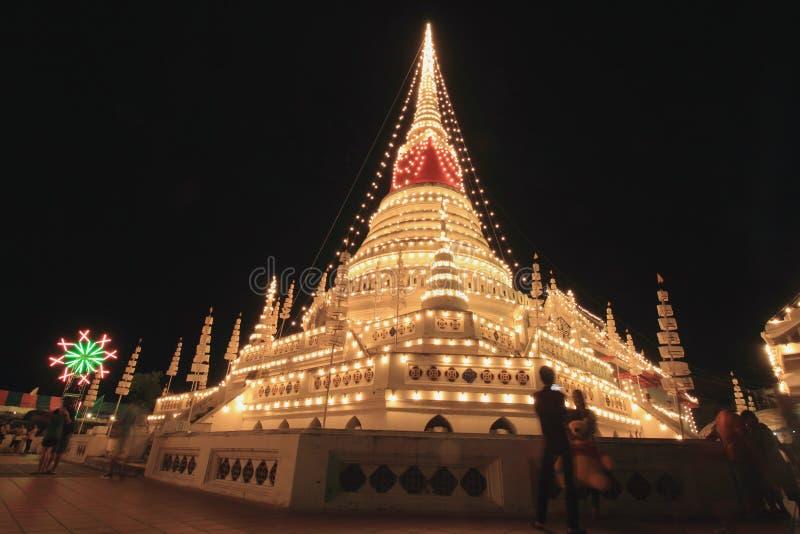 Turistas tailandeses y adoración extranjera Phra Samut Chedi del festival de la visita imágenes de archivo libres de regalías