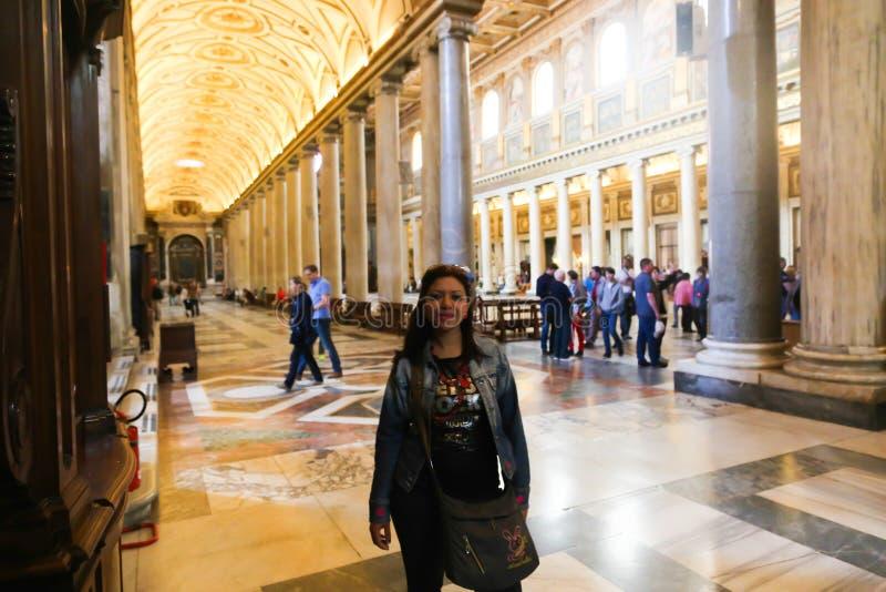 Turistas y creyentes en la Ciudad del Vaticano, Italia foto de archivo