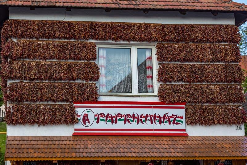 Download Turisten Shoppar, Namngett Paprikahaz I Tihany Redaktionell Bild - Bild av shoppa, tradition: 78731091