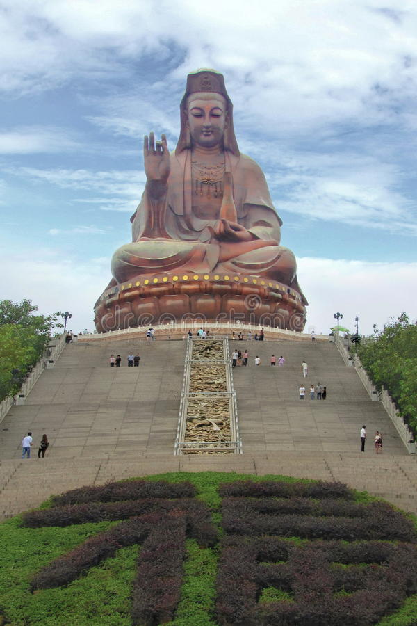 Turister besöker den stora Buddha, Kina royaltyfri foto