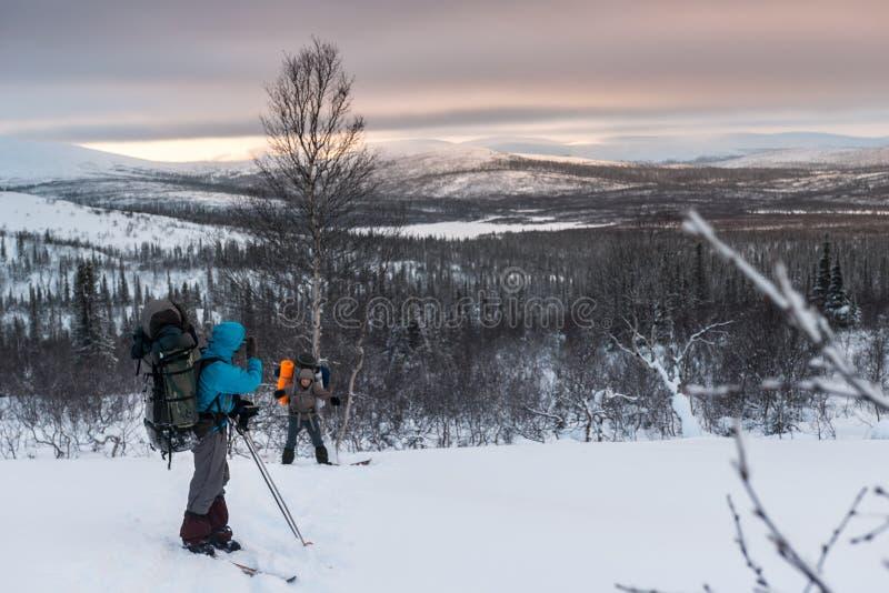 Turister i ryss Lapland, Kola Peninsula arkivfoto