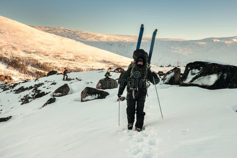 Turister i ryss Lapland, Kola Peninsula royaltyfri foto