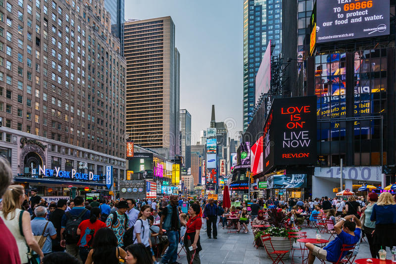 Turister i Times Square arkivbilder