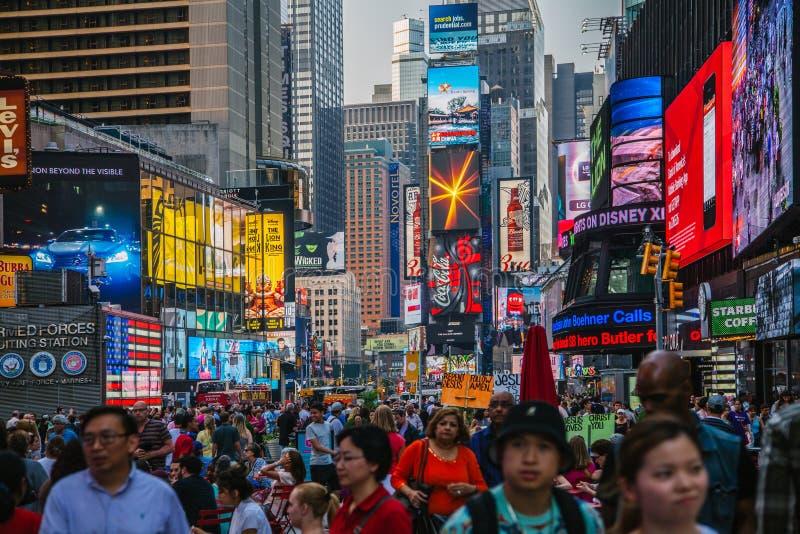 Turister i Times Square fotografering för bildbyråer
