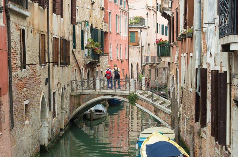 Turister i venice, Italien arkivfoton