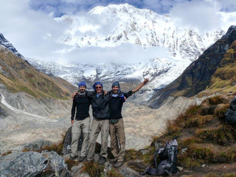 Turister på den Annapurna basläger royaltyfria foton