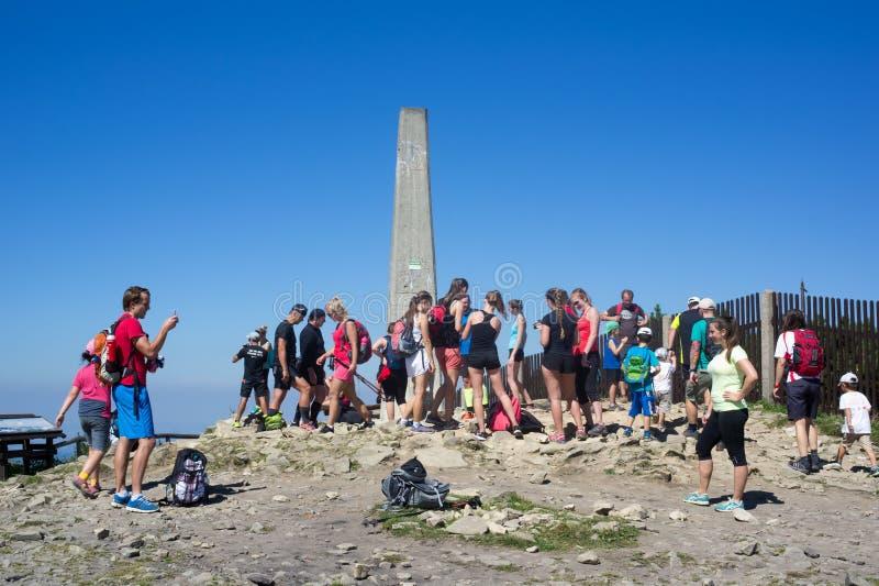 Turister på det Lysa horaberget royaltyfria foton